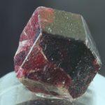 Как называется драгоценный сиреневый камень, его виды и фото