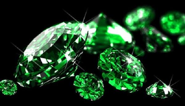 a1c69d661f3 Emerald võib päästa ebahuvitavast ja kibe saatusest.. Kividel on ka  tervendavad omadused, see mõjutab meelt ja mälu ning võib vabaneda  halbadest unistustest ...